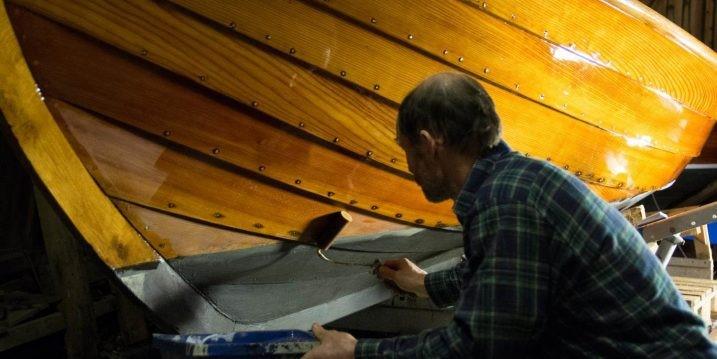 Vårputsning och underhåll av träbåt – tips för en vacker, blank båt