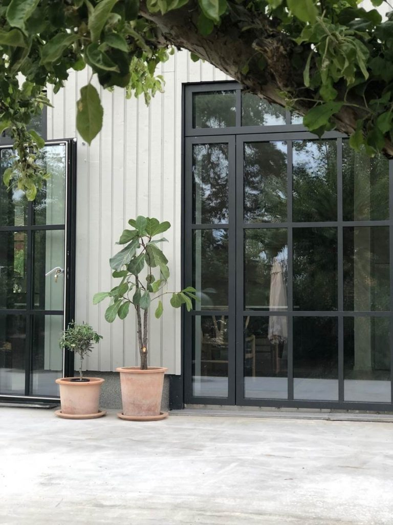 Klädskaparens varmgrå villa