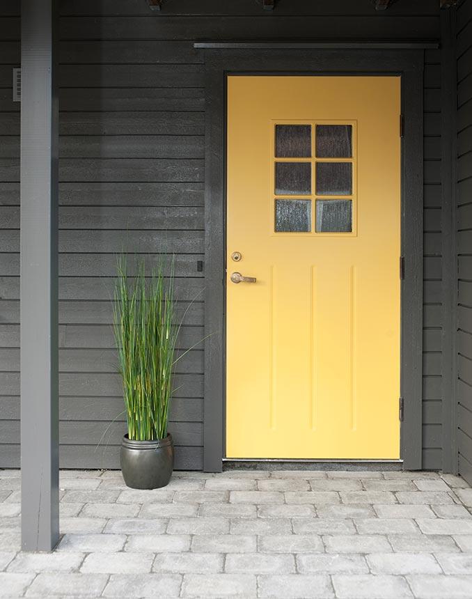 Välj en gul färg på ytterdörren