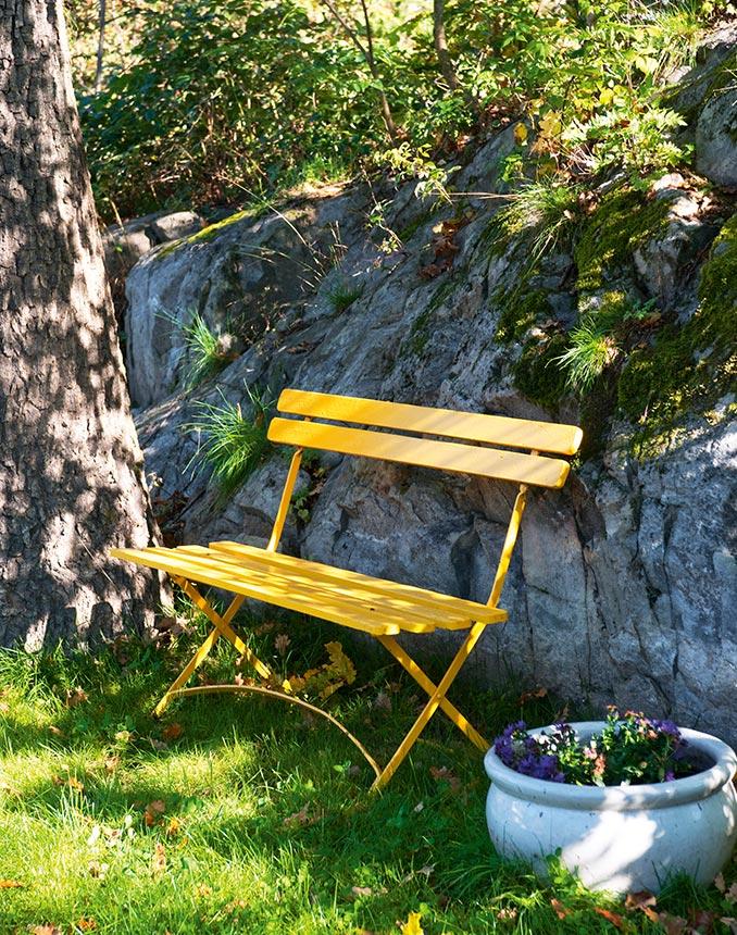 Välj en gul färg på utemöblerna