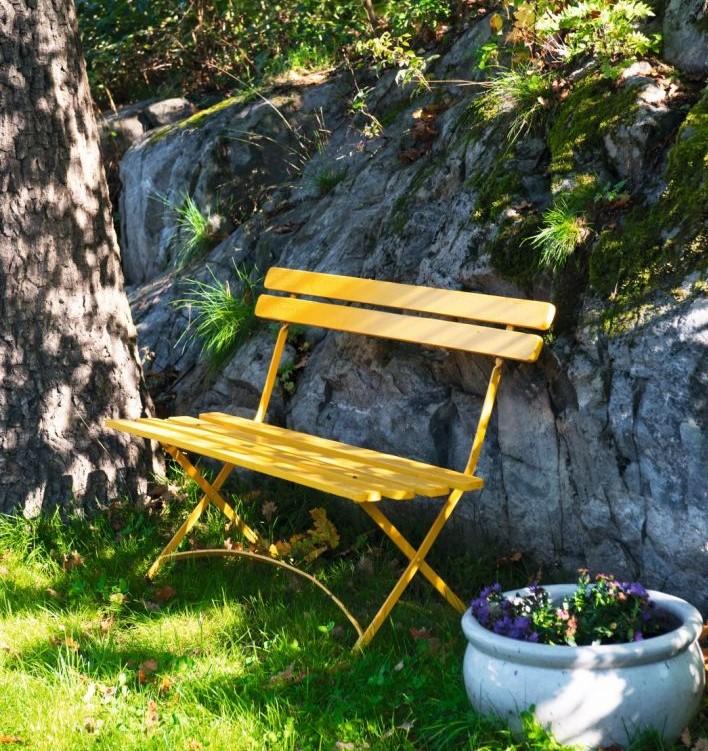 10462-Livlig gul stol trädgård
