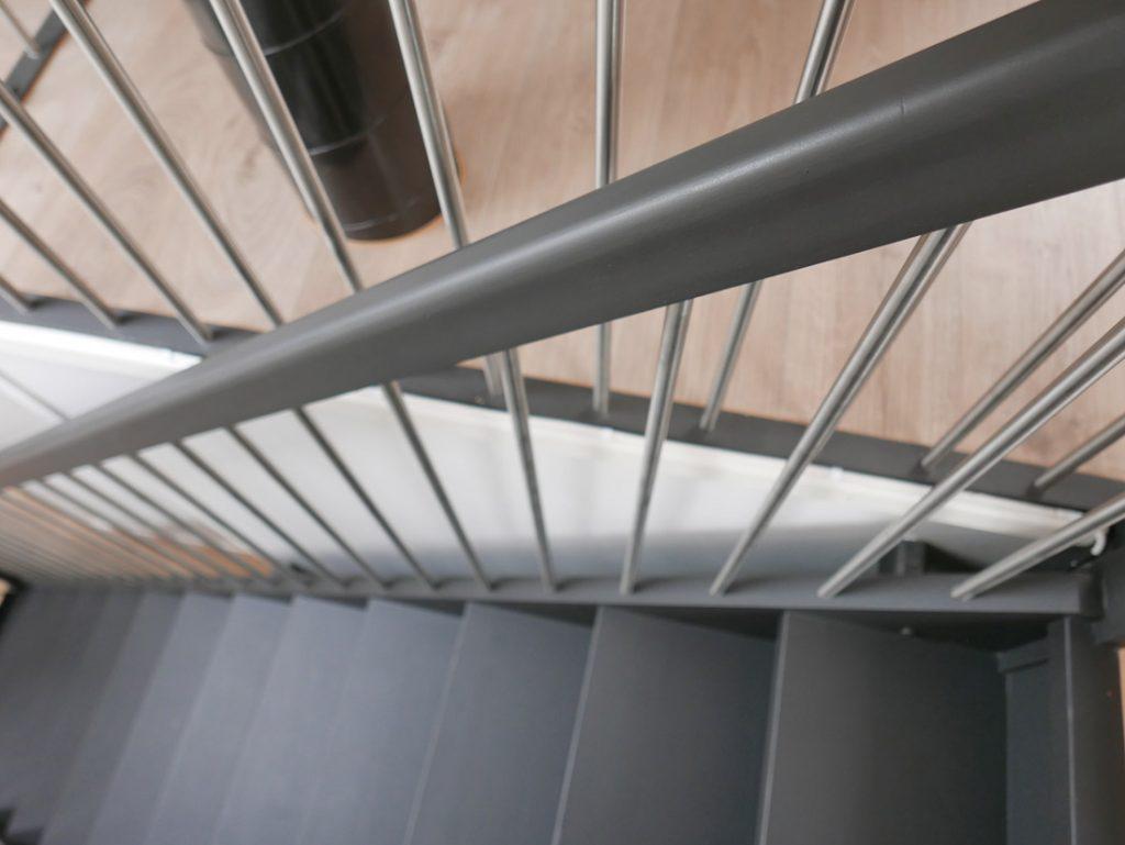 Svart trappa måla om