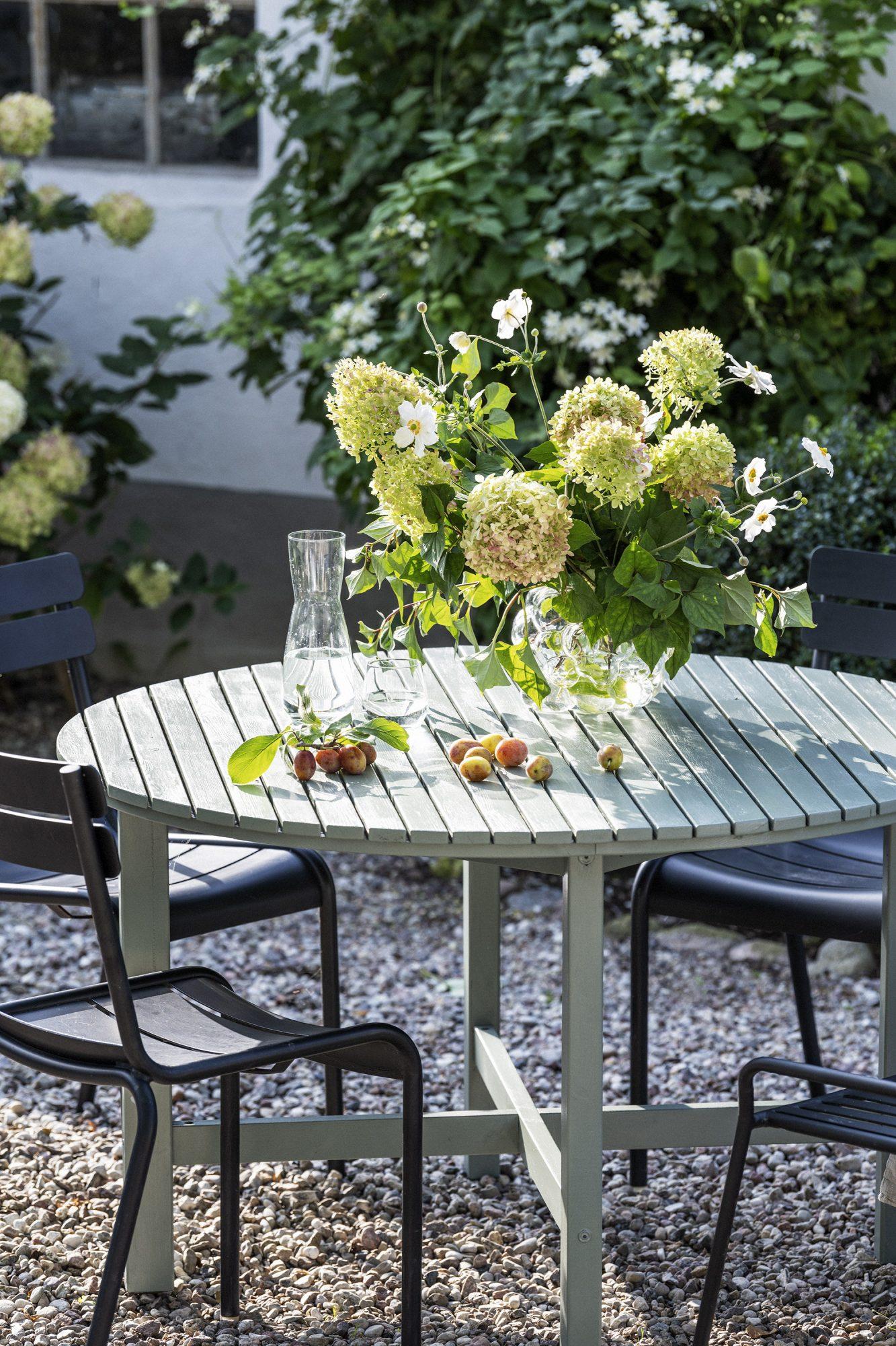 Förnya dina trädgårdsmöbler med färg
